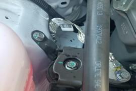 吉利帝豪发动机脚垫、前摆臂横梁螺丝维修痕迹明显