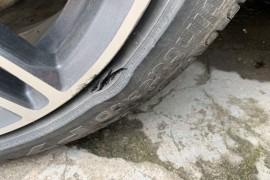 防爆轮胎不防爆,频繁爆胎存在安全隐患。
