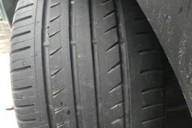 车子跑了26000公里前轮严重吃胎,现在车停在坡道上后轮出现异响。
