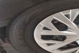 安装的轮胎是玛吉斯。官网不是这个牌子。
