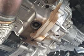 发动机与变速箱连接处渗油