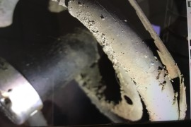 前减震器漏油,失去减震功能