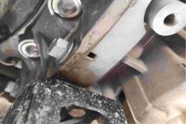 新买车辆首保发现发动机漏油。