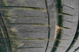 刚&nbsp一年多点四条轮胎出现多出裂纹