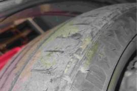 轮胎脱皮严重