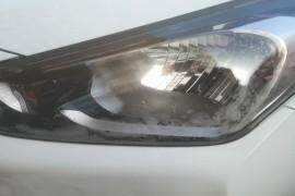 车大灯有哈气里面有水珠。