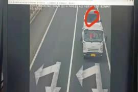车辆于高速公路不明原因失控