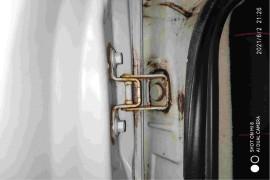 发动机早晨起来冷启动有异响车身到处都是锈迹斑斑。