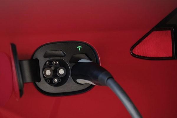 """特斯拉:中规车将换""""新国标""""充电接口"""