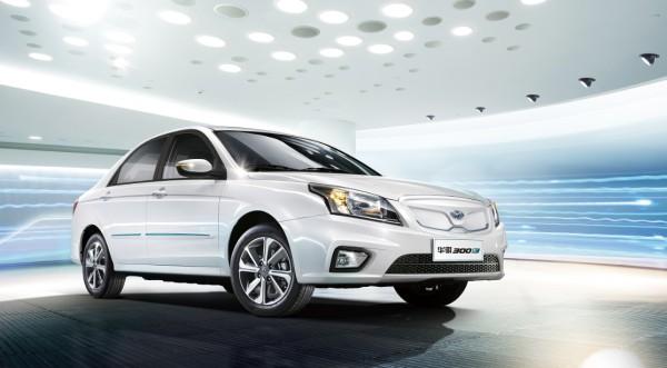 起亚华骐300E正式上市 指导价19.88万元