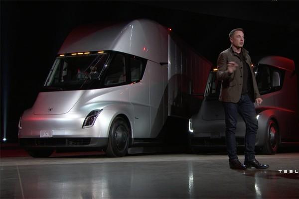 特斯拉Semi首发亮相 纯电动半挂卡车