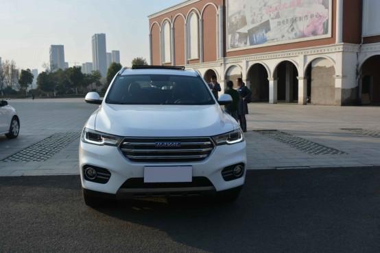 """全新哈弗H6荣耀上市,换""""芯""""大动力,金龙湖实拍"""