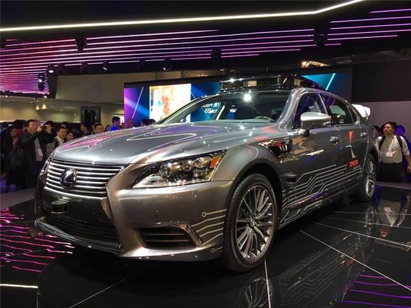雷克萨斯自动驾驶车正式亮相2018 CES