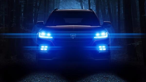 破晓时分,荣威全新大型SUV全系标配 LED 大灯
