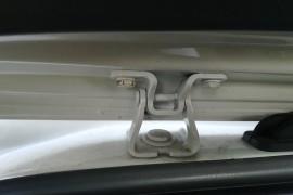新车后备箱螺丝、扣件氧化、生锈