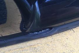 新车轮胎爆裂