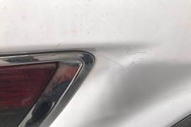 车尾出现二次喷漆现象