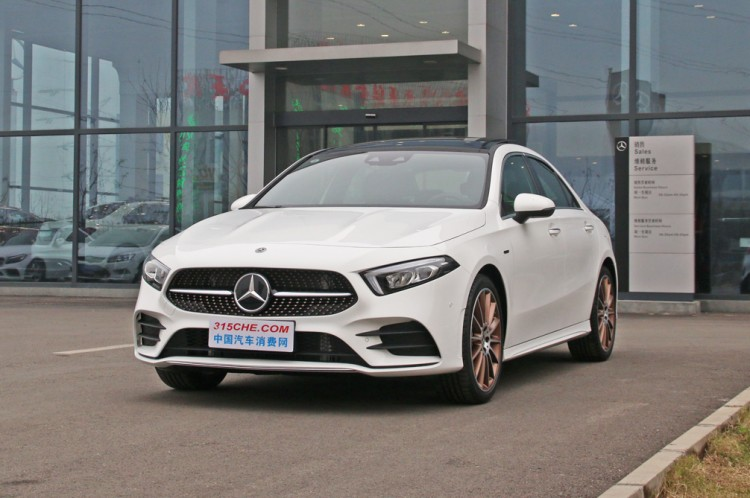 2.0T+7DCT 奔驰A级顶配车型售29.98万元