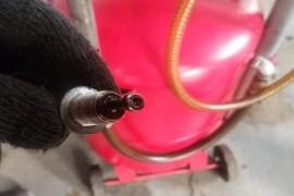 发动机异响,放机油放出螺丝,厂家说不影响使用?