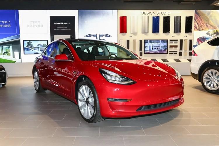 特斯拉8款车型官降 最高降价34.11万元