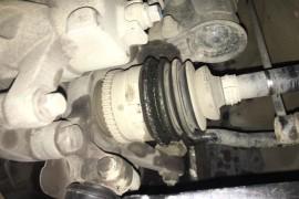 传动半轴漏油严重