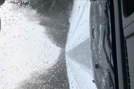 汽车玻璃质量原因自行开裂