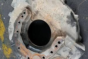 发动机飞轮壳损坏