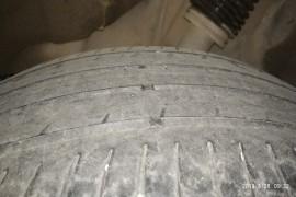 后轮悬架设计缺陷,轮胎不正常磨损