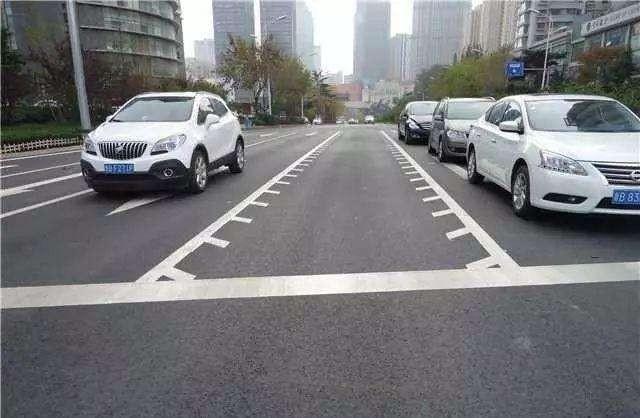 很多人不知道,道路新增这种标线,一旦走错扣3分罚200元!