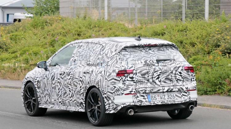 新一代高尔夫GTI的测试车仍然处于严密的伪装保护中
