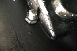 变速箱漏油;拔叉杆螺丝断掉;打穿变速箱前壳