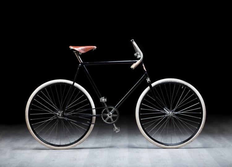 自行车爱好者复制120多年历史的斯柯达SLAVIA自行车,即将征战环法挑战赛