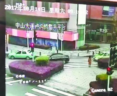礼让行人就是停下车?错了!这样做才不罚款不扣分