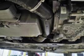 发动机与变速箱之间漏油