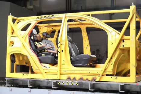 安全至上 荣威RX3一体式儿童安全座椅碰撞试验