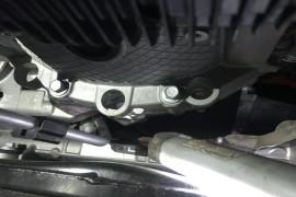 发动机与变速箱接缝处漏油