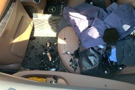 购北京奔驰E260L运动轿车第7天左侧后窗户玻璃突然爆碎