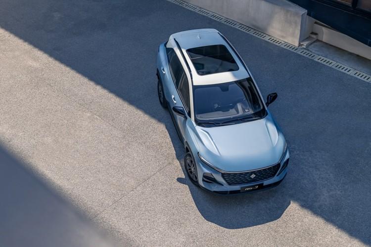 新车采用三段式腰线设计