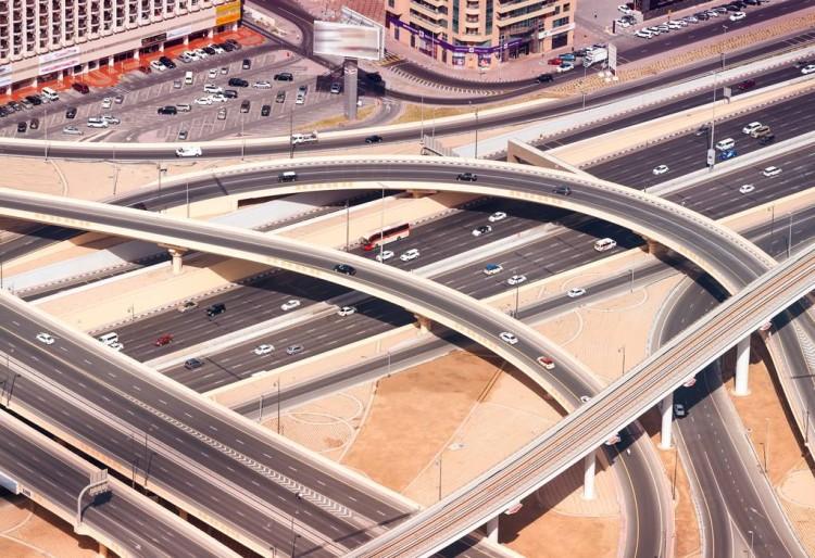 迪拜推廣電動車:送停車位+充電樁,充電還免費!