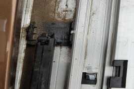 天窗导流器支架断裂,&nbsp质量太差。