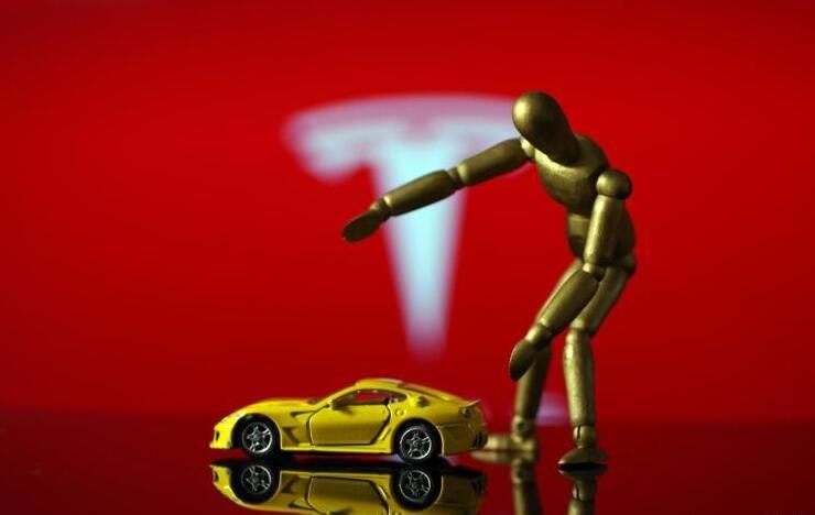 识别红绿灯 特斯拉新增自动停车功能
