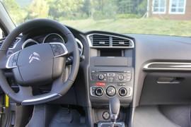 方向盘上下晃动,行驶过程中安全隐患很大,厂家不管不问。