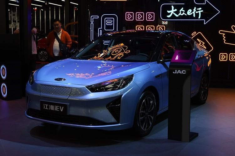 补贴后售价14.99-17.59万元 江淮iC5正式上市