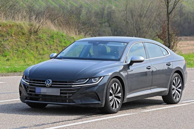 VW车标和字母标识换新 新款大众CC实车曝光