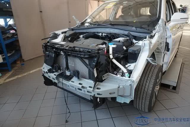 安全防护到位!荣威RX5 MAX跻身C-IASI碰撞测试成绩榜前五!