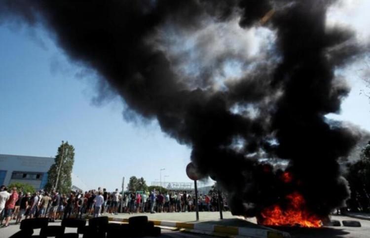 减产不易 西班牙工人放火抗议日产关厂