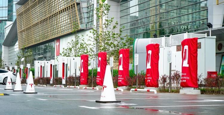 配6个桩 特斯拉北京首座V3超充站亮相