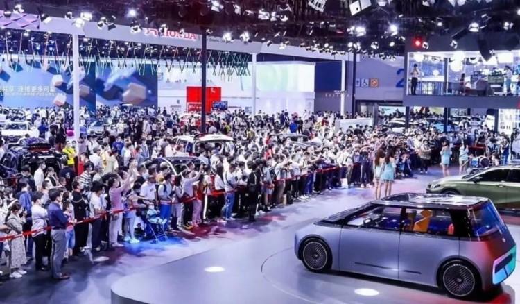 参观人次达76.2万,第十八届广州国际车展闭幕