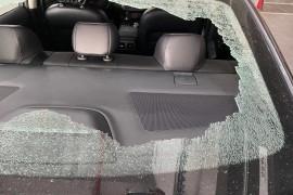 后车窗玻璃自己碎裂