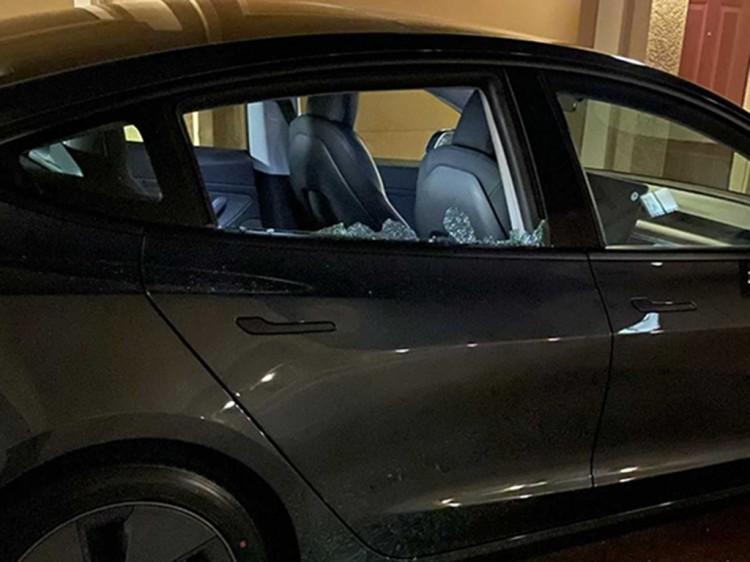 Model 3车窗玻璃出现自发性破碎问题